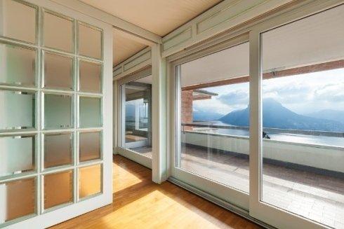 realizzazione e posa in opera di vetrate