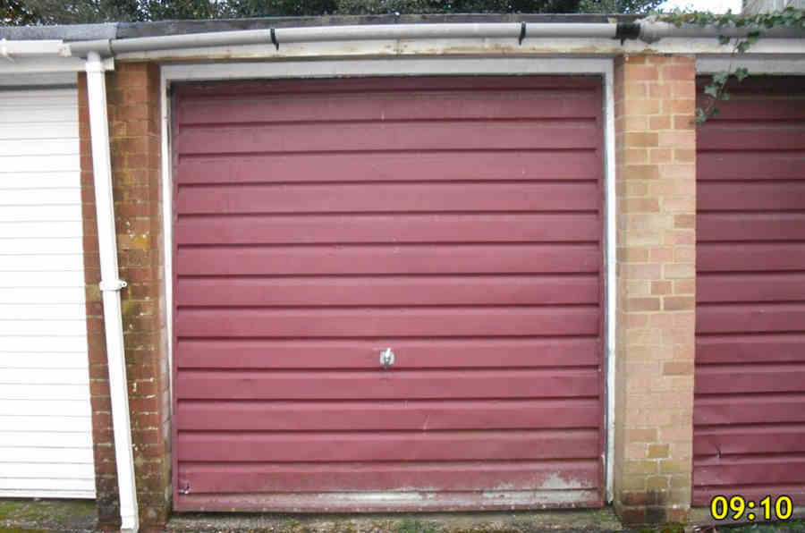 insecure door & Garage door supplier in Milton Keynes Pezcame.Com