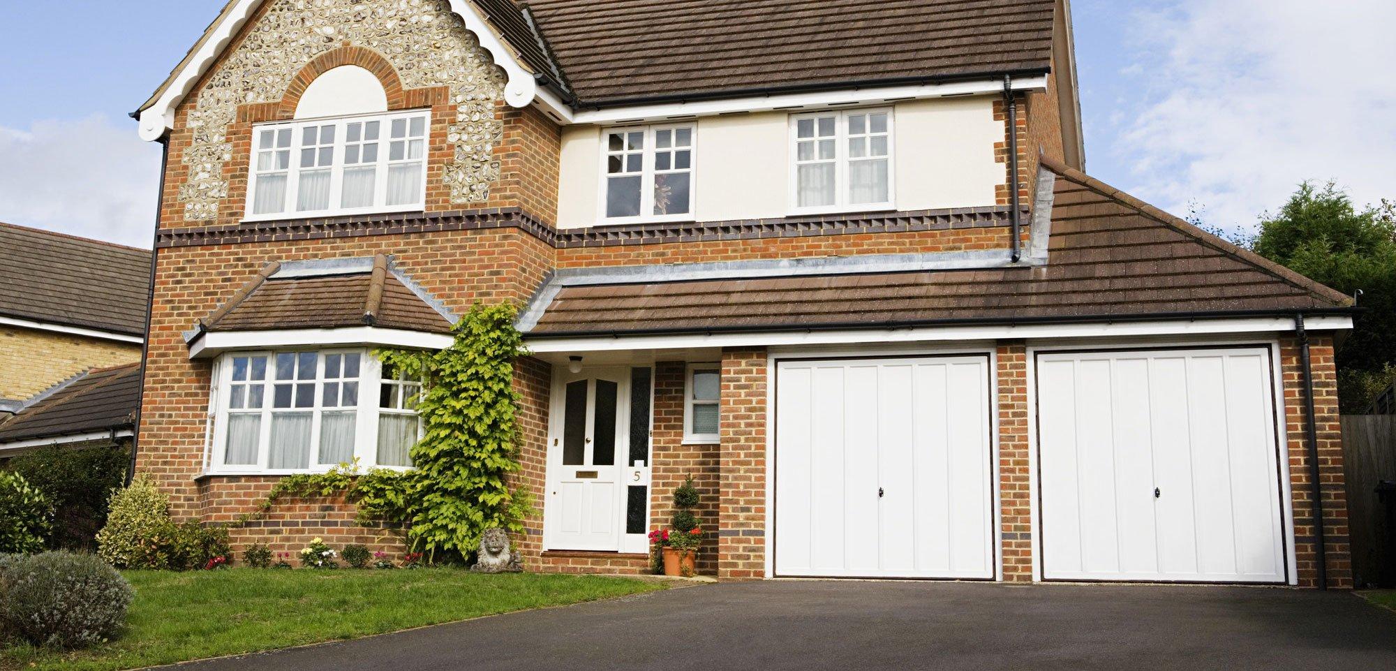 Garage door supplier in milton keynes garage door workshop for Hockliffe garage doors