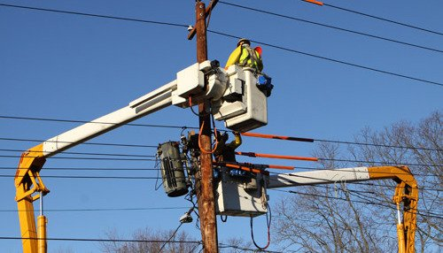 Expert electricians doing electrical repairs in Quaker Hill, CT