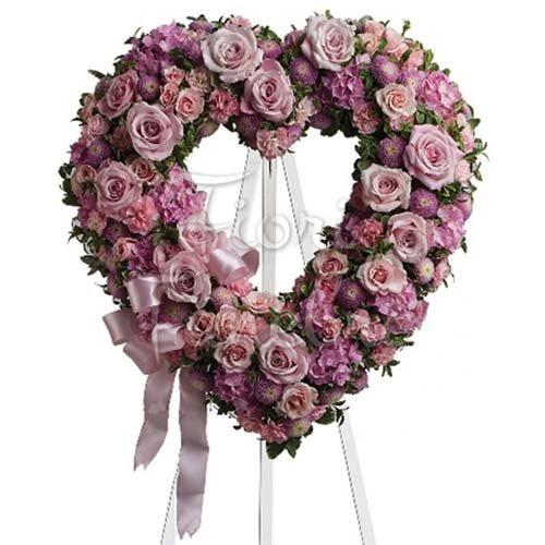 addobbo floreale a forma di cuore