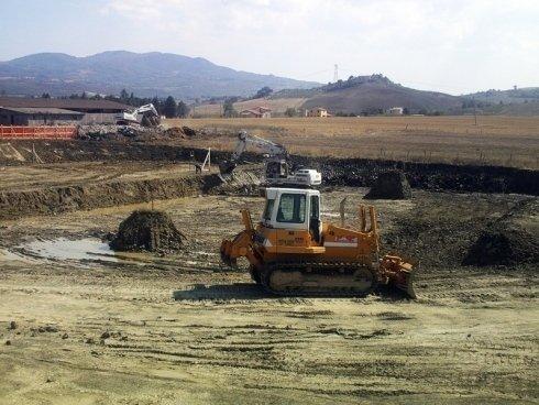 La ditta Toscana Scavi dispone di macchinari professionali per interventi di scavo.