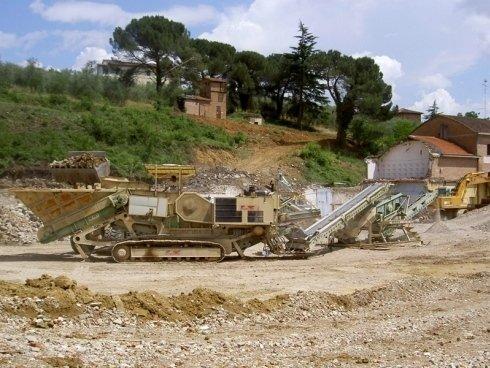 La Toscana scavi dispone di impianti mobili per la frantumazione del materiale.