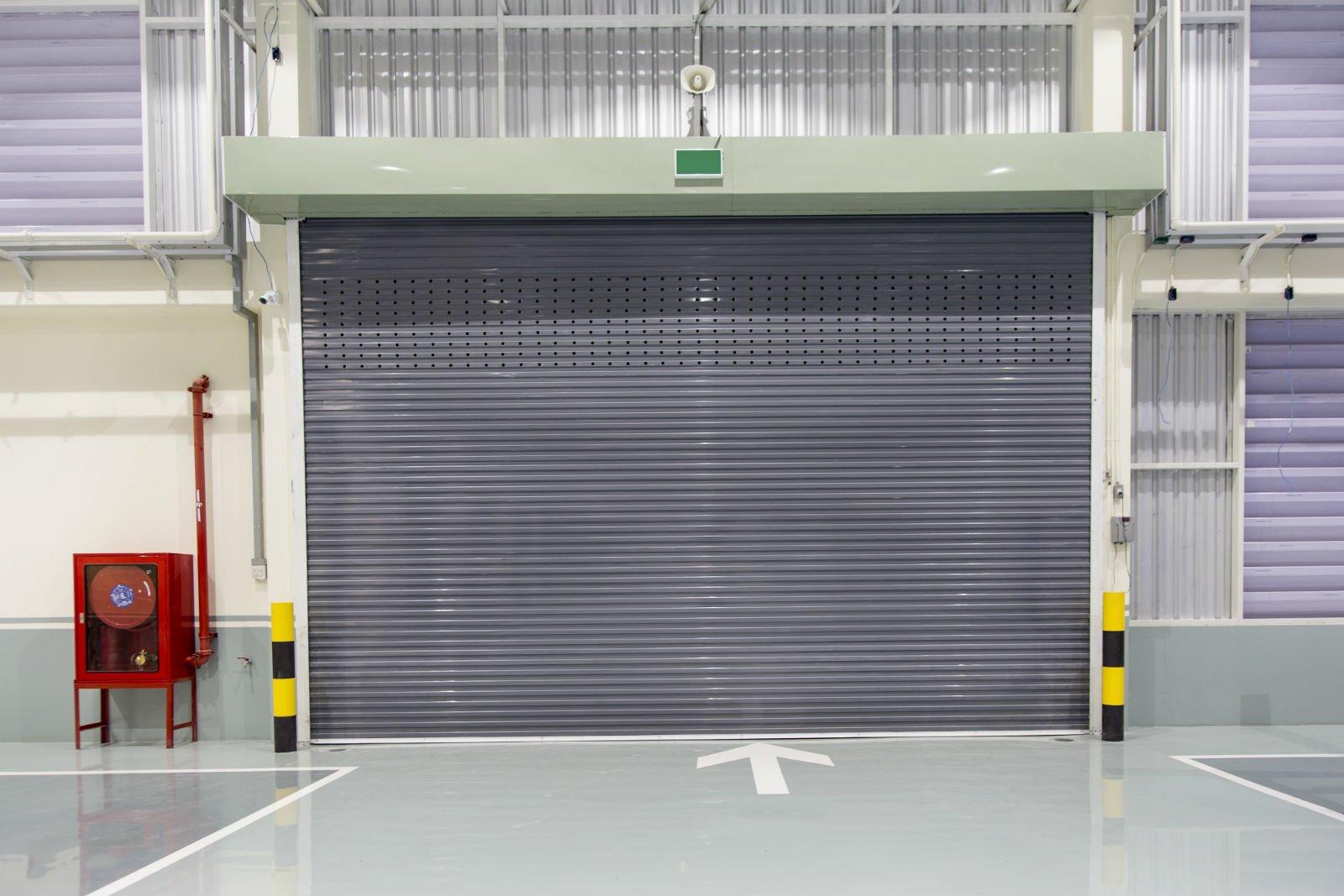 delle tapparelle automatiche di un magazzino