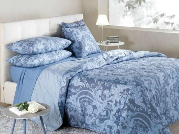 Completo in fantasia per il letto