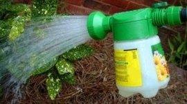 vendita innaffiatori, prodotti per piante, articoli da giardinaggio