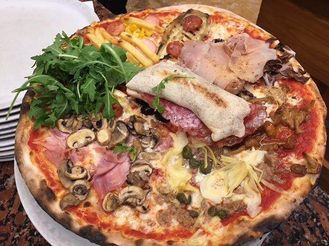 pizza funghi, prosciutto e rucola