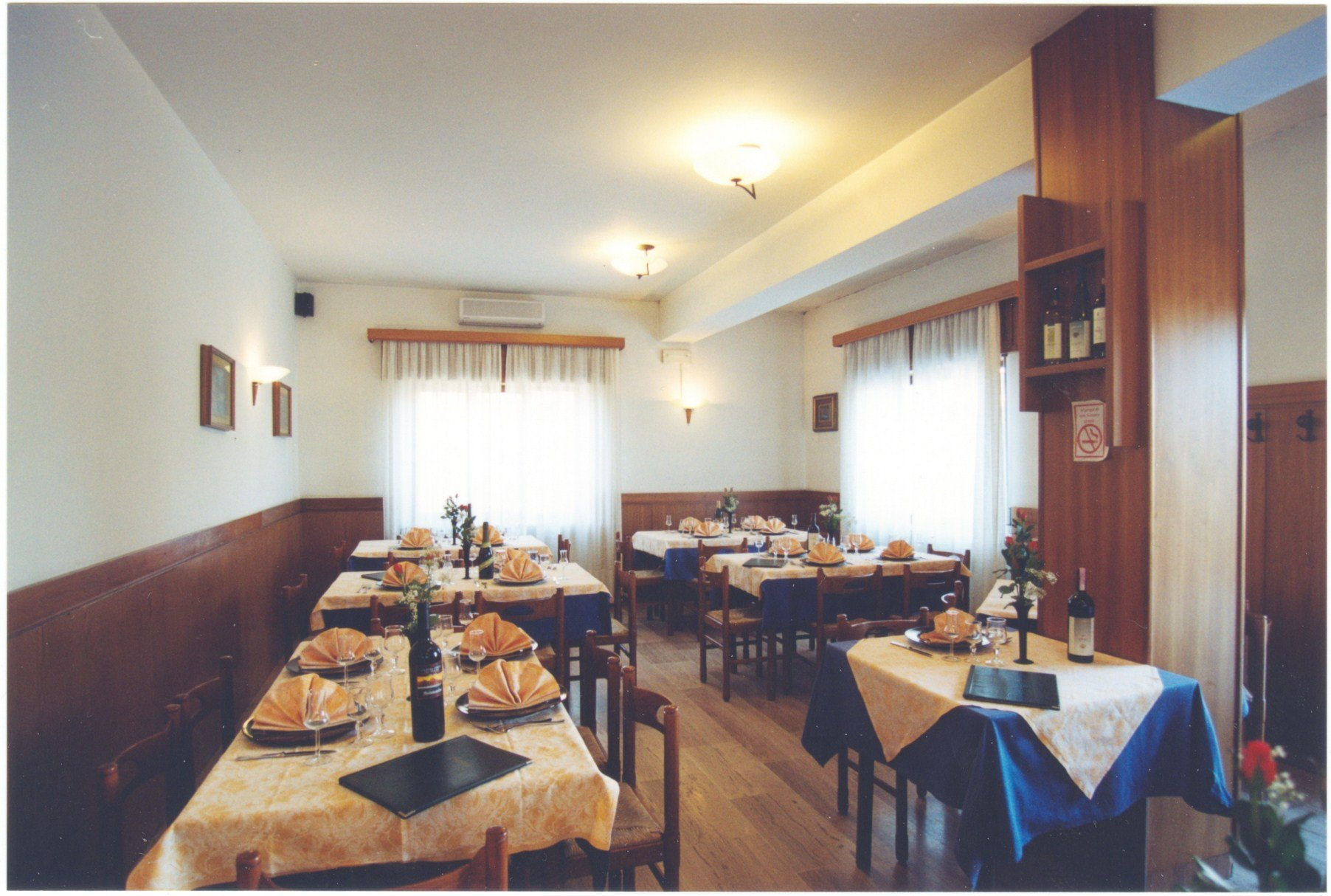 tavoli apparecchiati del ristorante