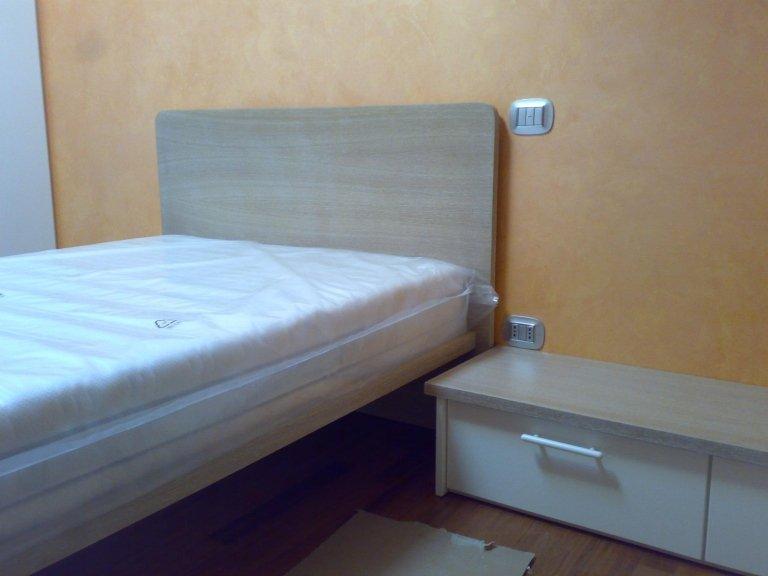 Camere da letto bologna falegnameria ronchi ivano e c snc for 5 camere da letto e 4 bagni