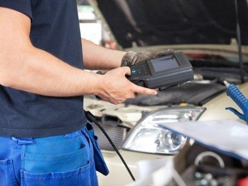 Dotiamo officine e autoriparatori di strumentazioni moderne per effettuare una diagnosi accurata del motore.