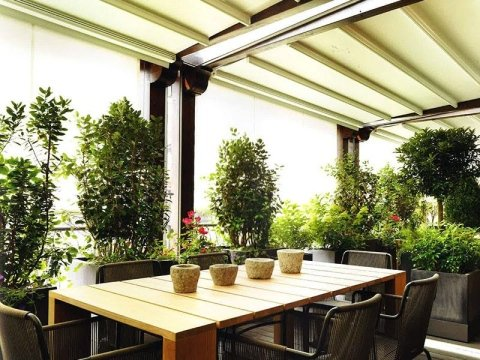 Arredamento Esterni Bar: Tavolo e sedie in rattan arredamento bar tavoli per.