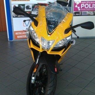 moto gialla da corsa