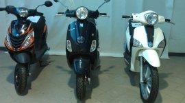 3 scooter di cui due neri e uno bianco