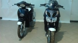 due scooter neri da cittá