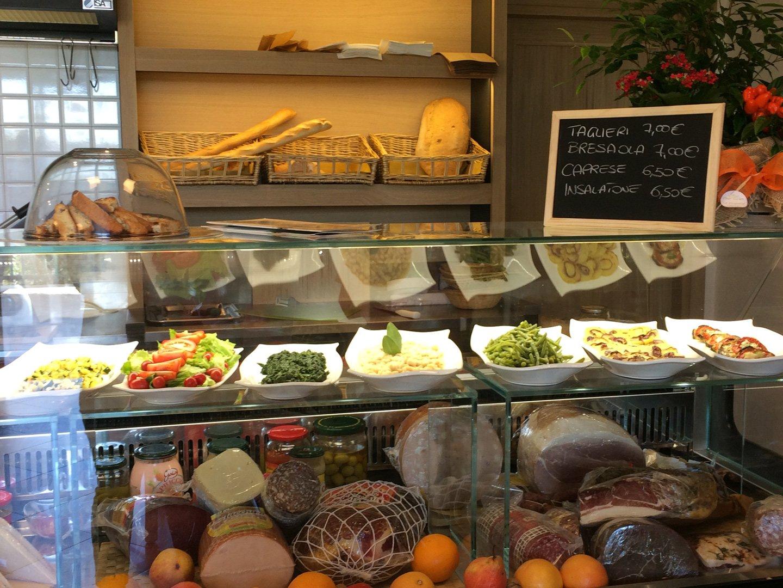 Bancone del Bar Osteria Le Case Nuove a Foiano Della Chiana