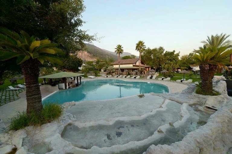 Makumba Beach Club