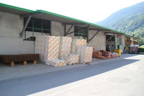 magazzino deposito materiali
