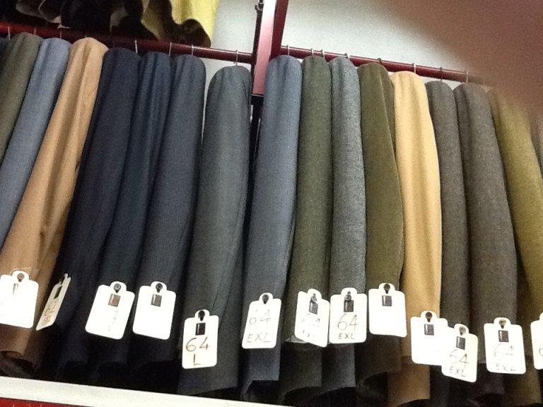 esposizione di abbigliamento da uomo