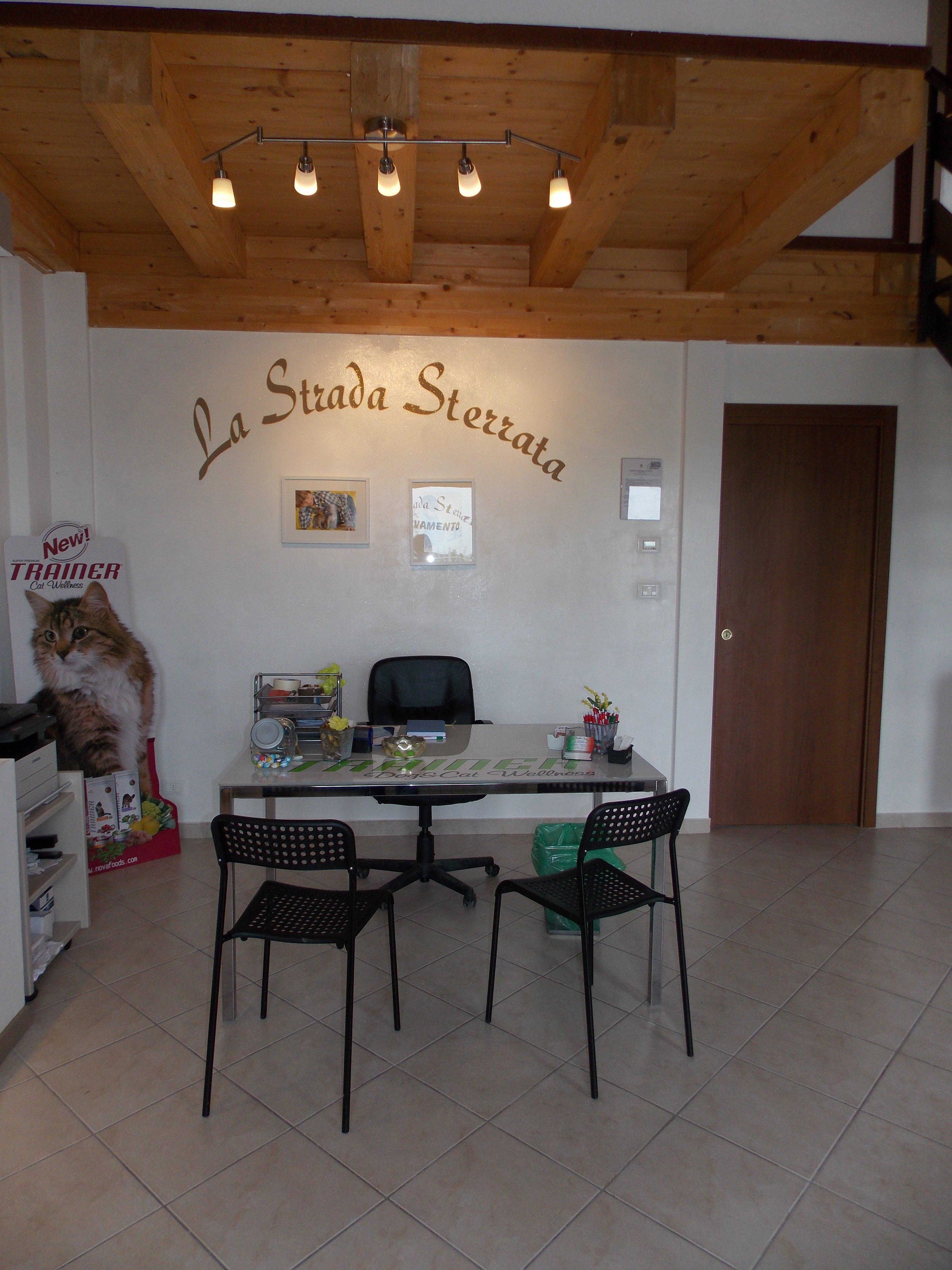 Sala d'attesa del negozio La Strada Sterrata - Articoli per Animali a Vigone