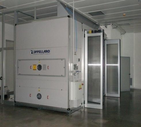 vista interna di una stanza bianca con unita trattamento aria