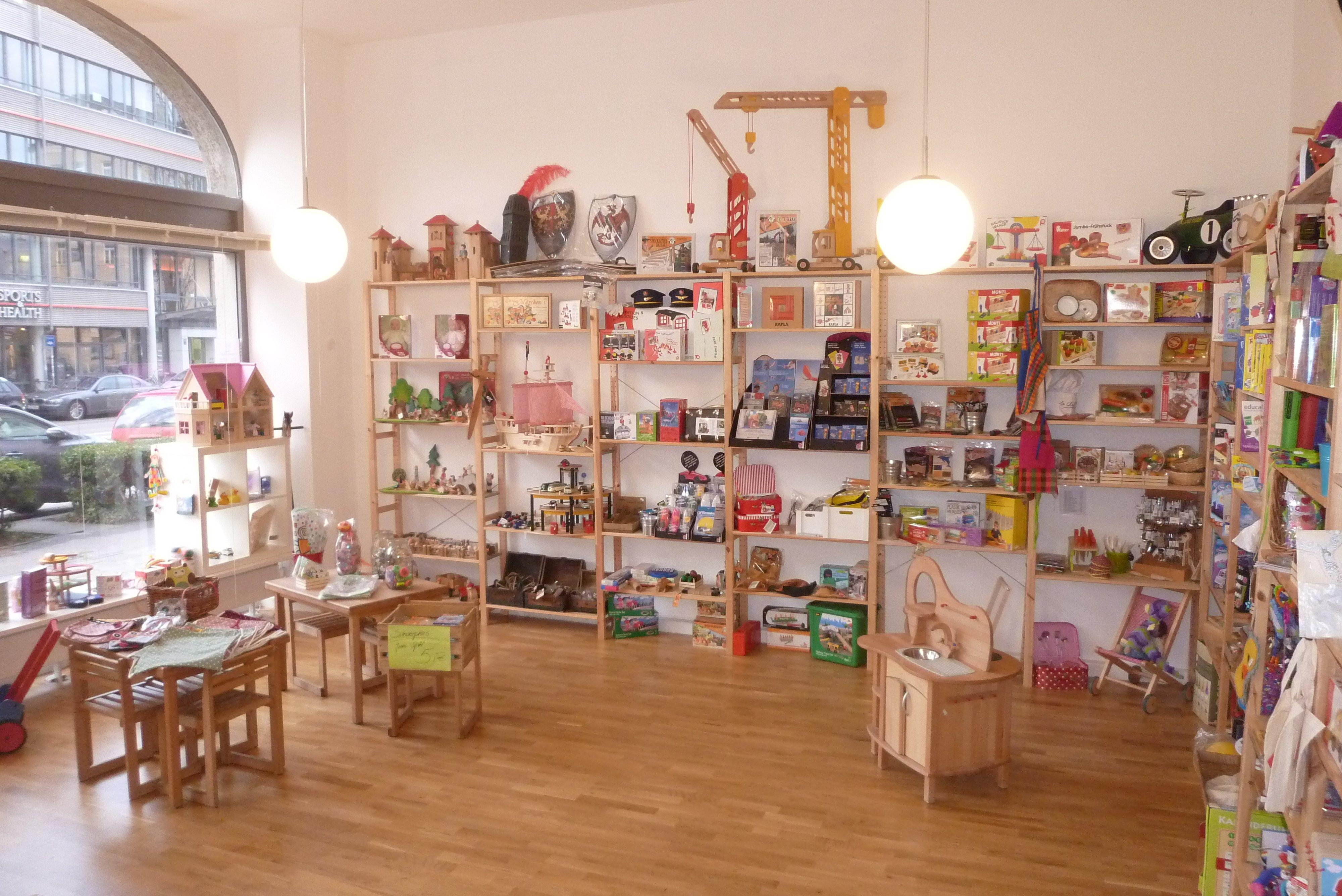 Innenansicht Spielzeugladen montessori kinderwelt
