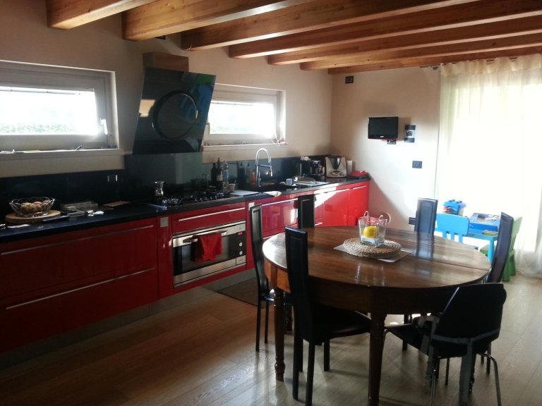 vista laterale di una cucina