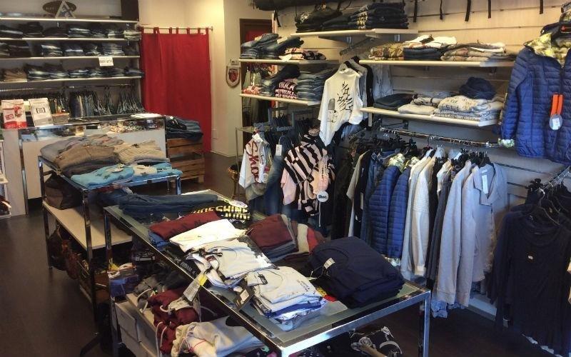 negozio abbigliamento ragazzi