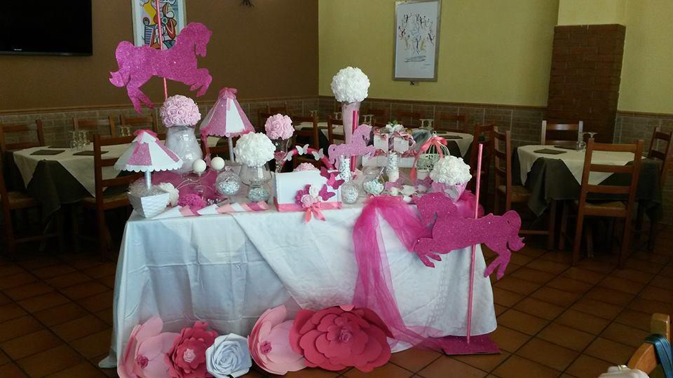 tavolo da cerimonia con allestimenti rosa per un battesimo