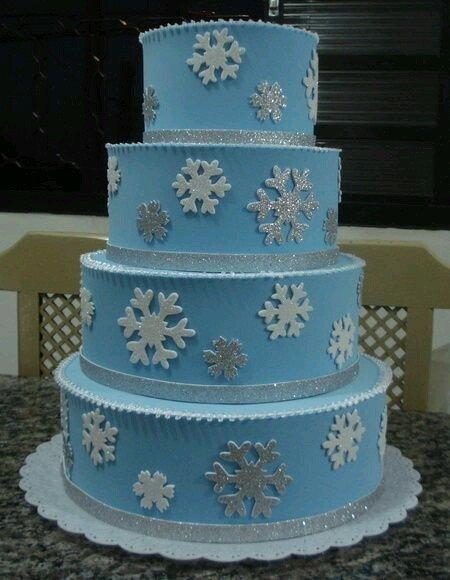 torta circolare azzurra a 4 ripiani