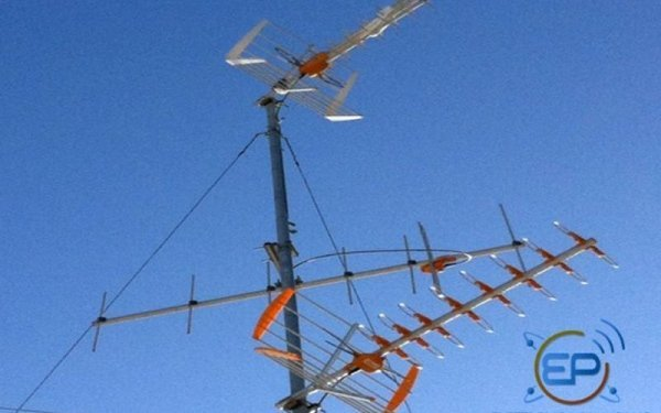 varie antenne televisive