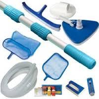 Bastoni con reti per pulire la piscina delle impurità e accessori vari