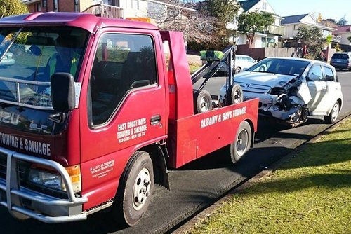 Professional providing car towing services