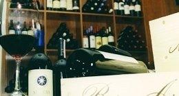 la nostra cantina con un'ampia scelta di vini