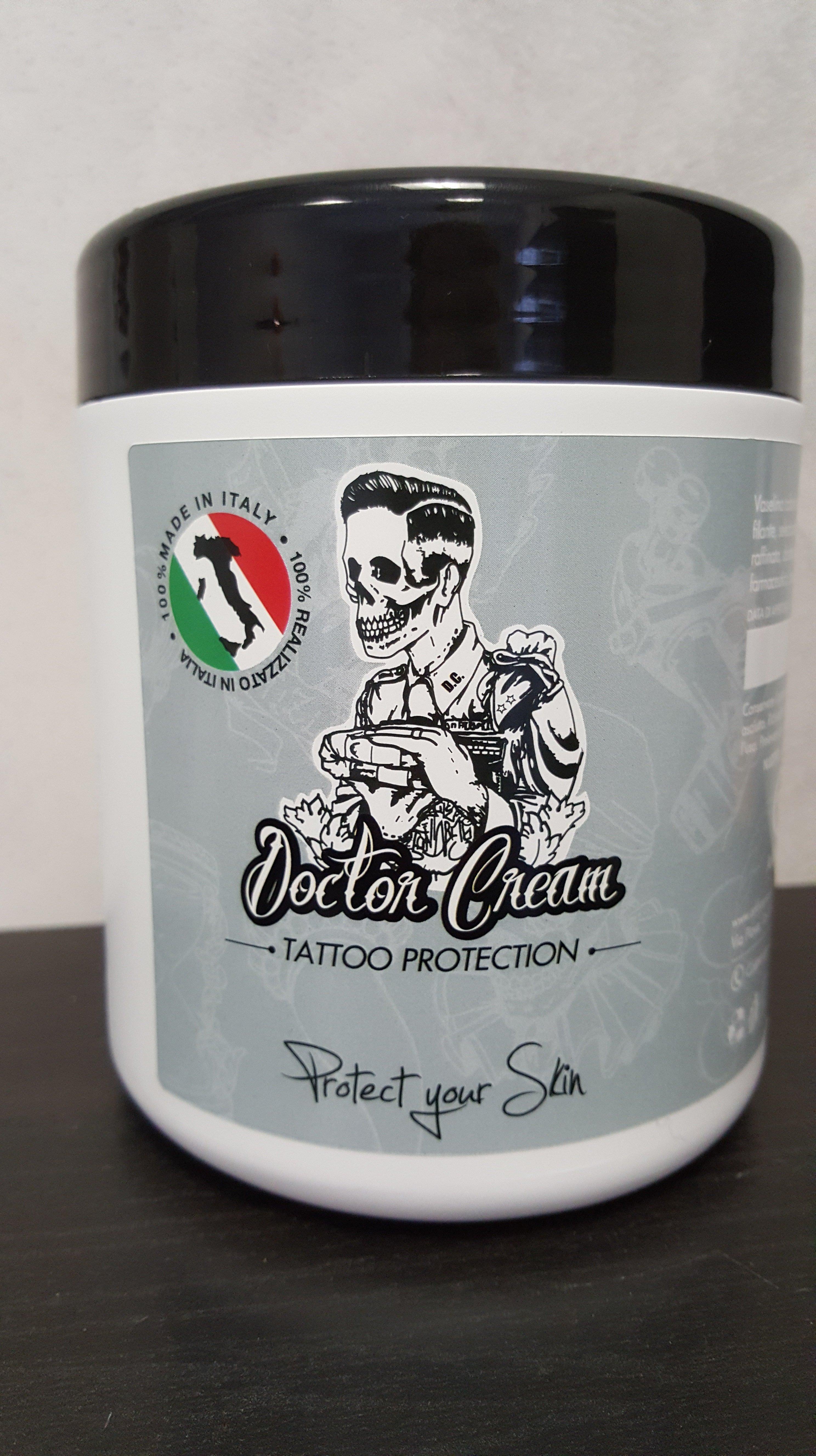 boccetta di crema con tappo nero per la protezione del tatuaggio