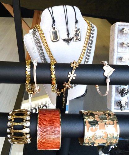 set di collane e braccialetti