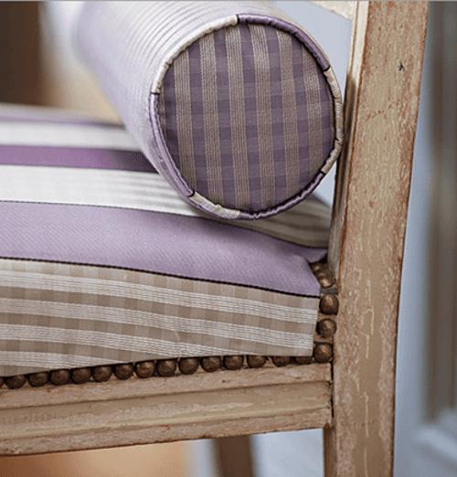 Lilla, beige e bianco per l'arredamento delle sedie e cuscini