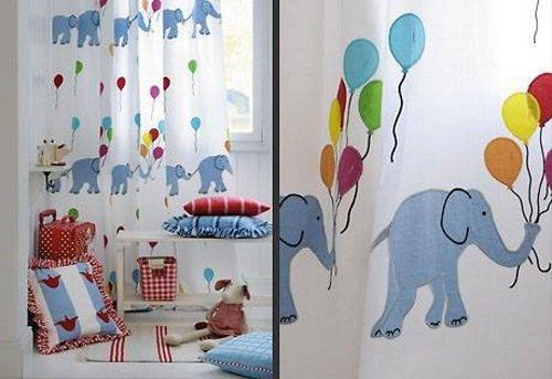 Bianco, blu e rosso per la stanza dei bambini. Elefanti e palloncini di colori,
