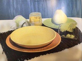 bicchieri e piatti i ceramica