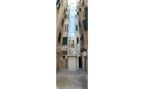 vista di un ascensore esterno