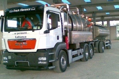 Autospurgo e rimorchio per trasporto acqua e rifiuti