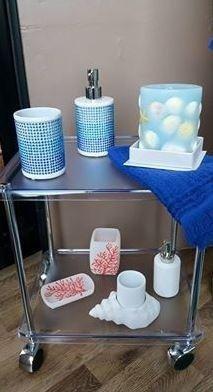 tavolino porta oggetti da bagno
