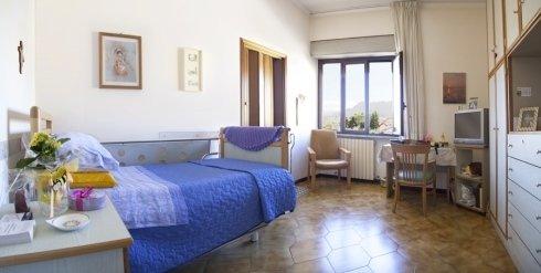 La Casa di Riposo Santa Lucia di Rieti dispone di 47 alloggi composti da camere singole o da camere doppie.