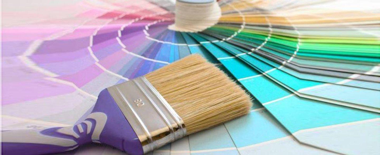 pantone di colori con un pennello