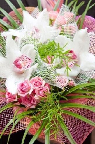 Mazzo di fiori con orchidee