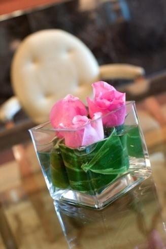Boccioli di rosa in bicchiere
