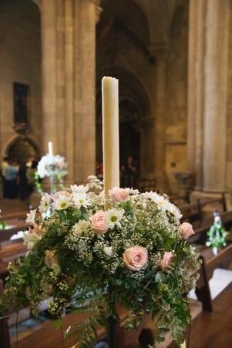 Il fioraio propone addobbi floreali per chiese e location di cerimonie.