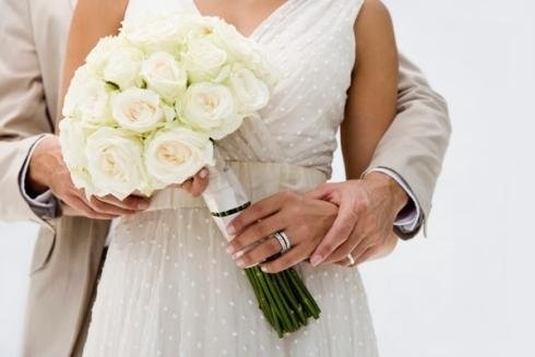 fiori per matrimonio, allestimenti floreali, rose bianche per matrimoni