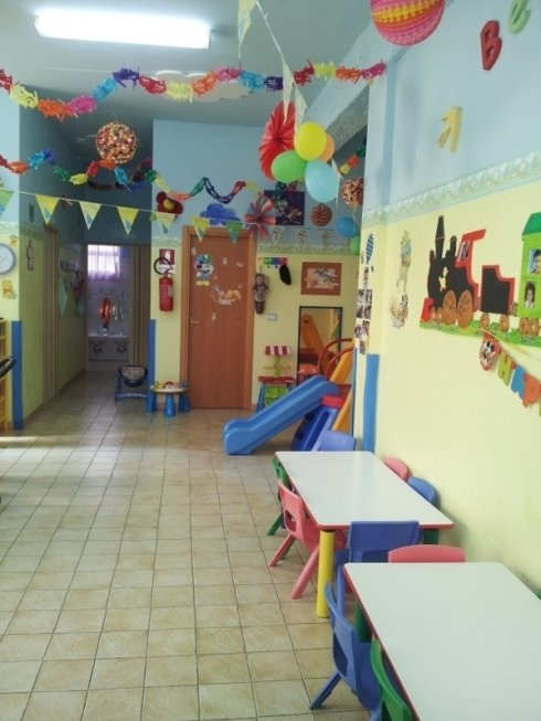 Ogni sala è colorata e ricca di addobbi