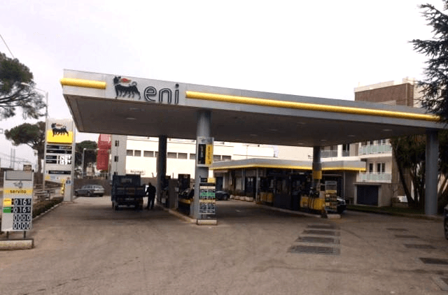 distributore benzina castellana grotte