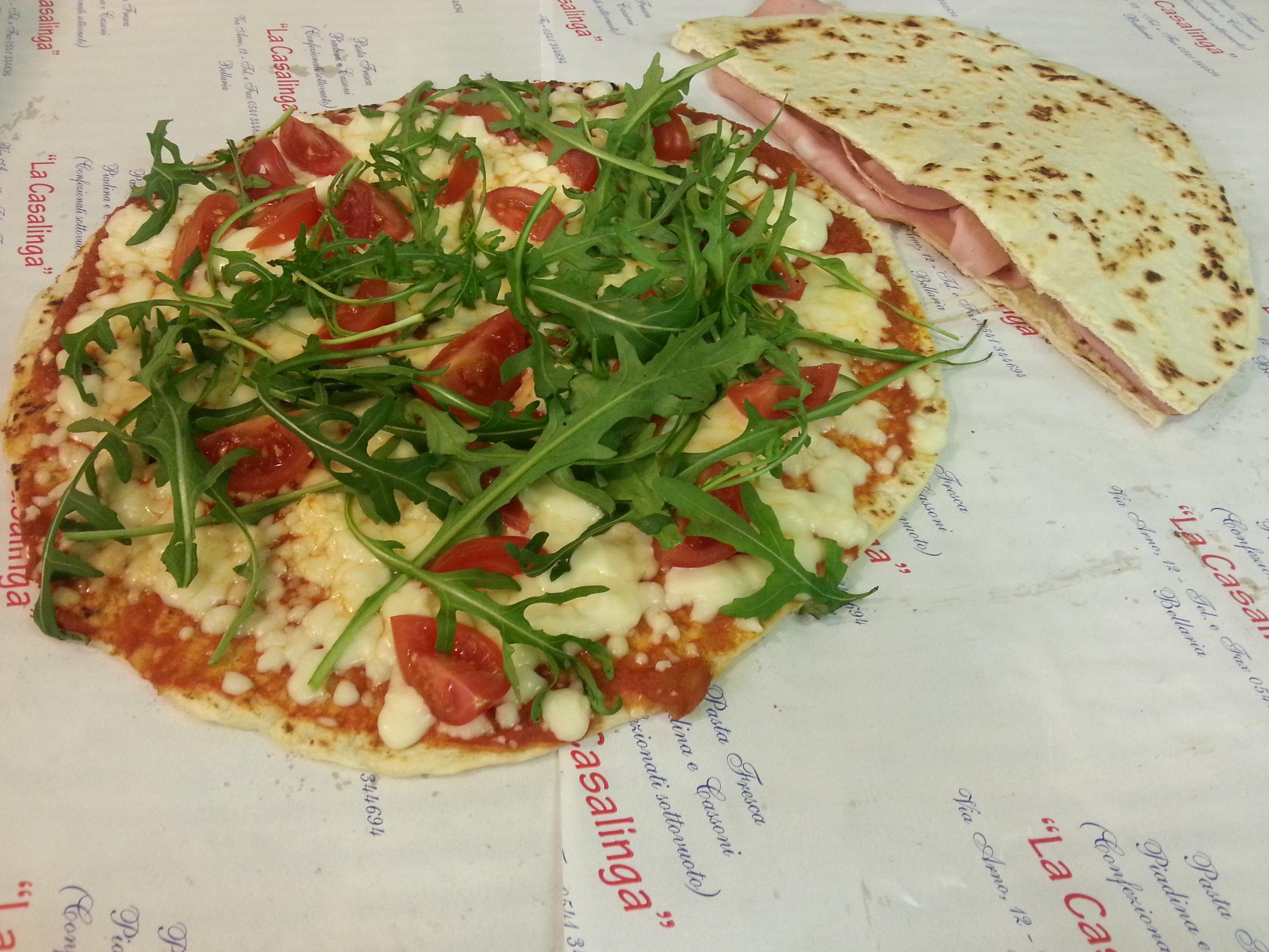 Una pizza e una piadina